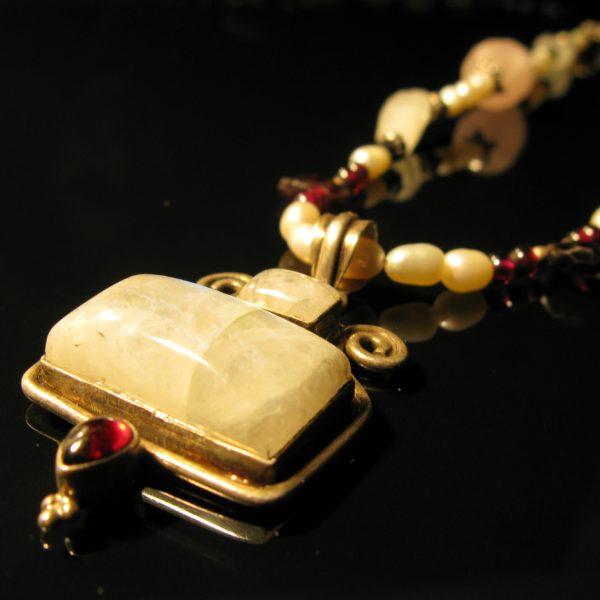 Lunar Sadhana mmånesten og garnat halskæde