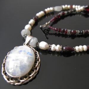 Månesten halskæde